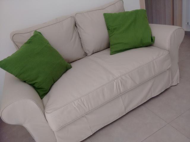 divano letto in soggiorno cucina